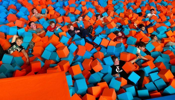 Spelen tussen de blokken in JumpWorld
